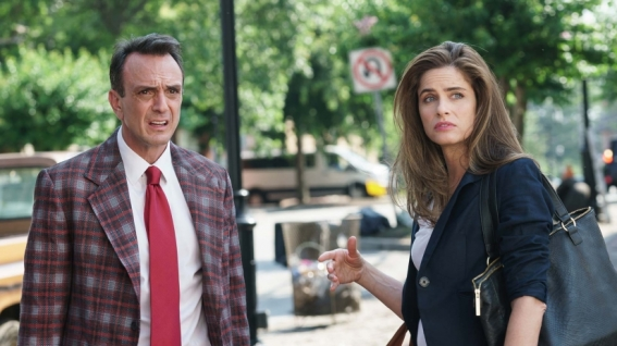 Hank Azaria and Amanda Peet in Brockmire